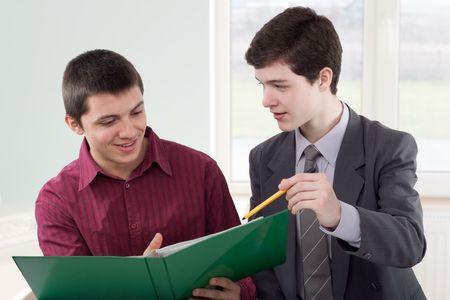 Due giovani, parlando di alcuni progetti Archivio Fotografico - 6560466