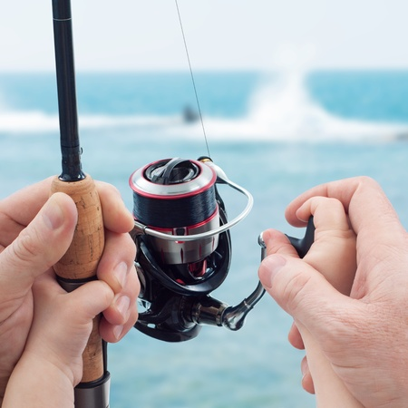 hengelsport: Vader leert zijn kind om te vissen op. Vissen familiedag