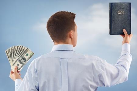 mano de dios: Joven de elegir entre Dios y el dinero