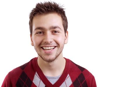 confianza: Hombre joven sonriente aislados sobre fondo blanco