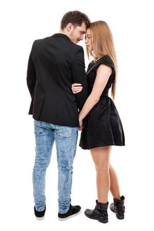 parejas amor: Elegantemente vestida joven pareja de pie cerca uno del otro Foto de archivo