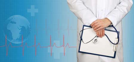 인내: 의료 배경에 청진 클립 보드 및 심전도 라인 박사