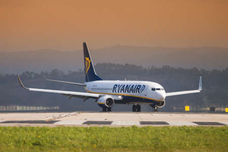 Seve Ballesteros airport, Santander, Spain - 12 March, 2018: Ryanair Boing 737 on the landing strip. The airline Ryanair offers flights from Santander to different European cities such as London, Rome, Dublin, Budapest ... Sajtókép
