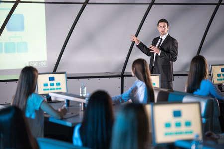 hablar en publico: Conferencia de negocios y presentaci�n.