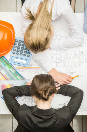 gente durmiendo: Overworked designer team sleeps at workplace in office. Foto de archivo