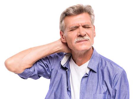 Senior man lijdt aan pijn in de nek. Stockfoto
