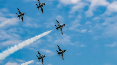 Airplanes in formation during an airshow Stock Photo - 100821618