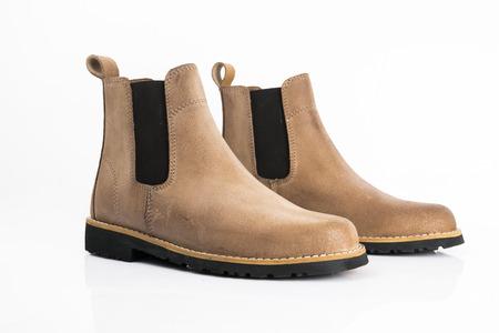 Männliche Lederstiefel auf weißem Hintergrund, isoliertes Produkt, bequeme Schuhe.
