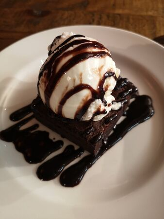 Ice cram on brownie with chocolate dressing