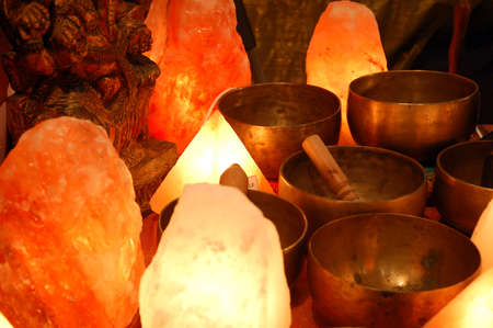 salt lamp: salt lamp and singing bowl