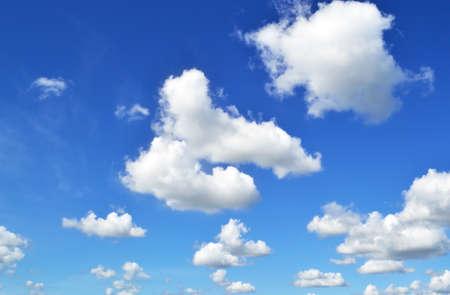 cielo azul: Photo of clouds on blue sky