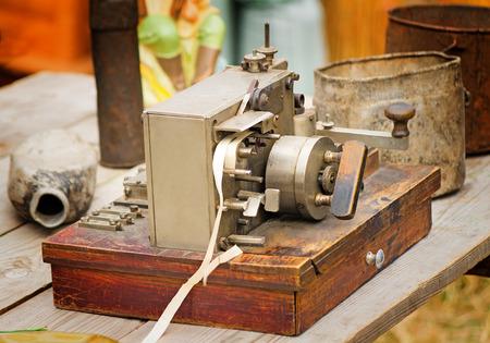 Oude communicatiemiddelen het begin van de vorige eeuw - de Telegraaf, oude artikelen van het militaire leven. Stockfoto