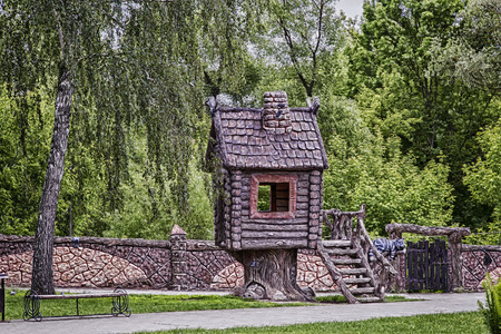 fence park: On motives of fairy tales in the childrens Park built a house with a fence and gate, next to the characters of fairy tales.