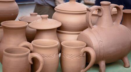 The fair sells handmade ceramic pots for cooking. Foto de archivo - 134655307