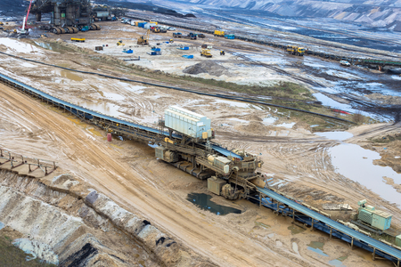 Extraction of coal by the open method by a walking excavator Imagens