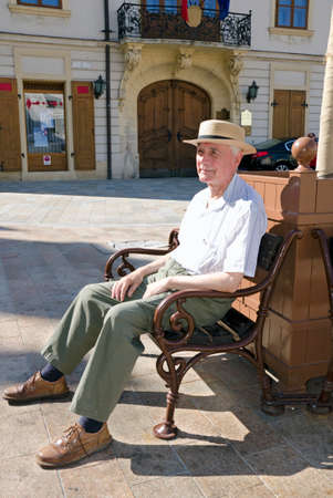 sweltering: Senior to walk in sunny day