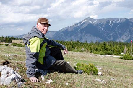 h�tte schnee: Senior in den Bergen �sterreich
