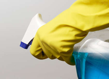 spr�hflasche: Hand in gelb Handschuh Betrieb Spr�hflasche  Lizenzfreie Bilder
