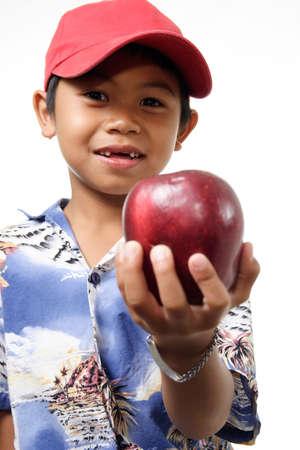 generosidad: Ni�o que ofrece Apple
