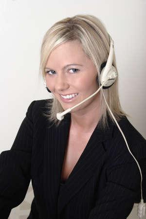 secretaria: Receptor de cabeza que usa bonito del operador de centralita telef�nica de la se�ora Foto de archivo