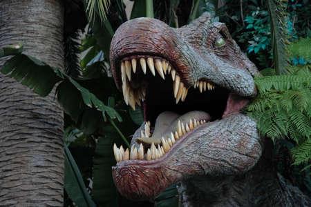 Uno sguardo all'interno di un dinosauri enorme bocca piena di denti taglienti rasoio Archivio Fotografico - 294860