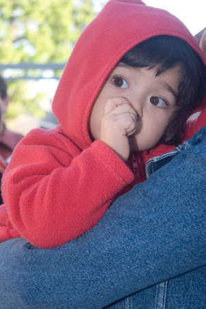 caperucita roja: beb� que llevaba una Caperucita Roja, mientras que la succi�n de su pulgar