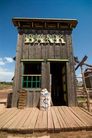 古いゴーストタウンで古い西部様式銀行