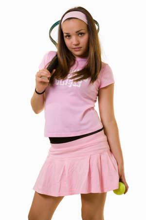 falda corta: Todo el cuerpo de una atractiva joven morena con el pelo corto de color rosa en un traje de tenis con feliz expresi�n m�s de blanco Foto de archivo
