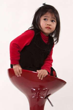 かわいいかわいい 2 歳の幼児の女の子