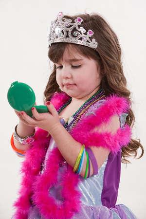 Fille de jeune bambin caucasien cute jouer rire  Banque d'images - 6690209