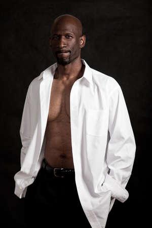 Knappe veertig zwarte man