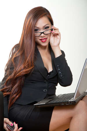 business woman phone: Pretty 20s asian businesswoman with a laptop