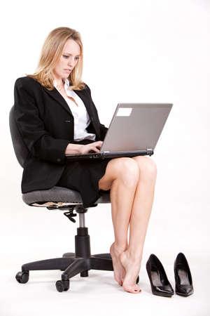 jolie pieds: Jolie femme attirante caucasien dans la vingtaine Banque d'images