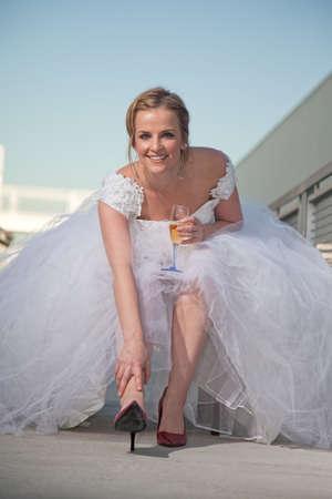 bridal gown: Joven atractivo cauc�sico americano mujer en traje de novia