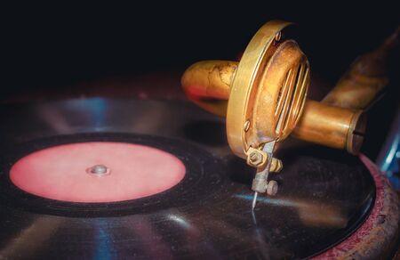 vinyl record and fragment of vintage gramophone closeup 版權商用圖片