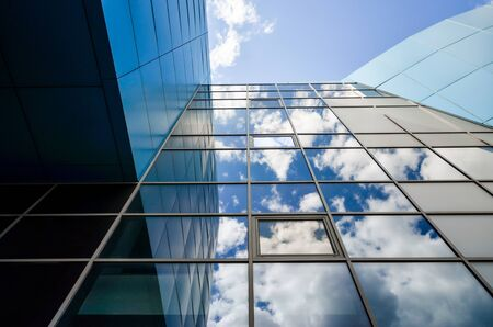 reflection of blue sky with clouds in an modern office building window Stok Fotoğraf - 147916156