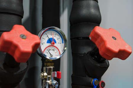measuring pressure instrument gauge technical background