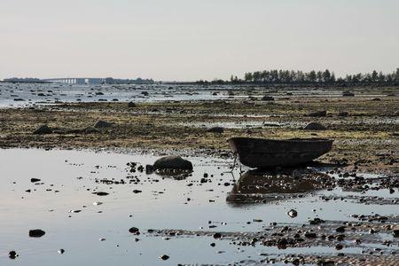 ebb: łódź na dole w przepaść podczas ebb