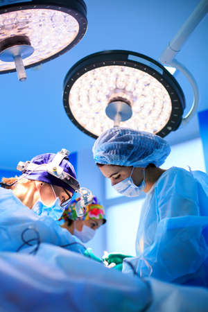 Surgeons operating a patient in operating room Stockfoto