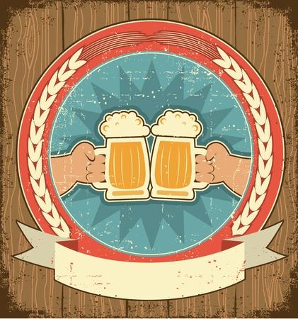 cerveza: Etiqueta de la cerveza situado en fondo antiguo texture.Vintage papel con las manos del hombre