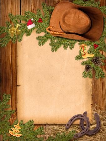 Kerst westerse achtergrond met cowboyhoed en oud papier voor tekst