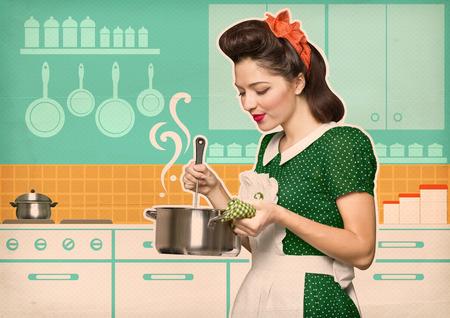 mucama: Ama de casa joven cocina en el cartel del estilo kitchen.Reto