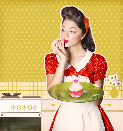 若い主婦持株甘いカップケーキ。古い紙にテキストのレトロなポスターの背景