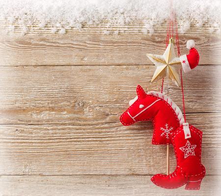 juguetes de madera: Fondo de vaquero de Navidad con juguetes americanos occidentales en la textura de la madera