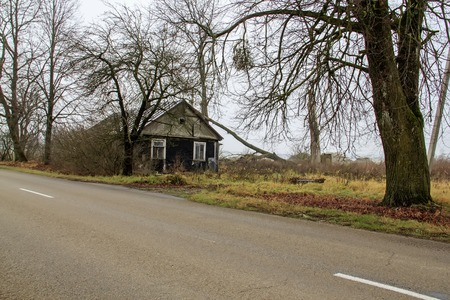 ruinous: Ruinous farmhouse near the road