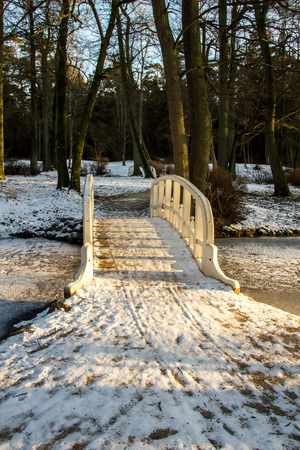 bridge over water: bridge in winter Stock Photo