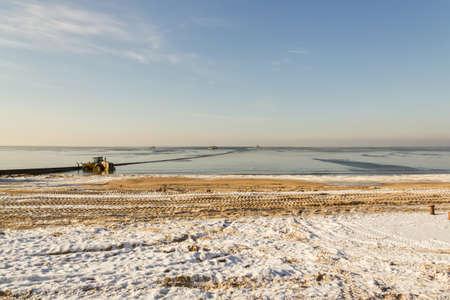 uninhabited: sea in winter