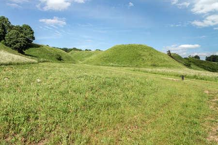 mounds: Mounds Close