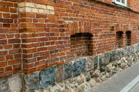 niches: small niches