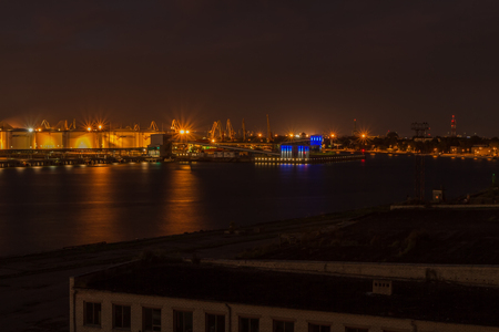 evening: port in evening